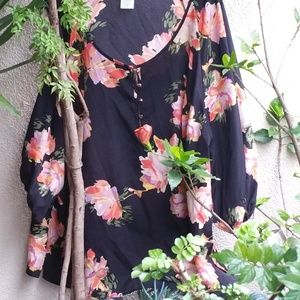 Jaclyn Smith Flowered top with buttons NWOT